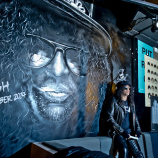Nederland, Amsterdam, 25-11-2014. Slash wint SENA European Guitar Award. Foto: Andreas Terlaak