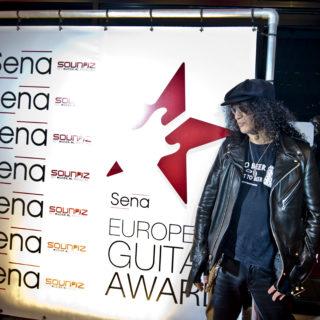 Nederland, Amsterdam, 25-11-2014. Slash wint SENA European Guitar Award. Foto: Andreas Terlaak