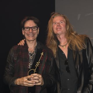 steve-Vai-and-Adrian-Vandenberg-with-the-SENA-European-Guitar-Award-2016-1